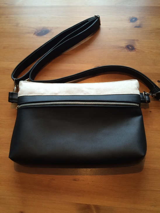 863df45cd I made this purse using a pattern from sewstylish spring 2013. For the main  fabric I used black faux leather and for the contrast I used faux suede and  I ...
