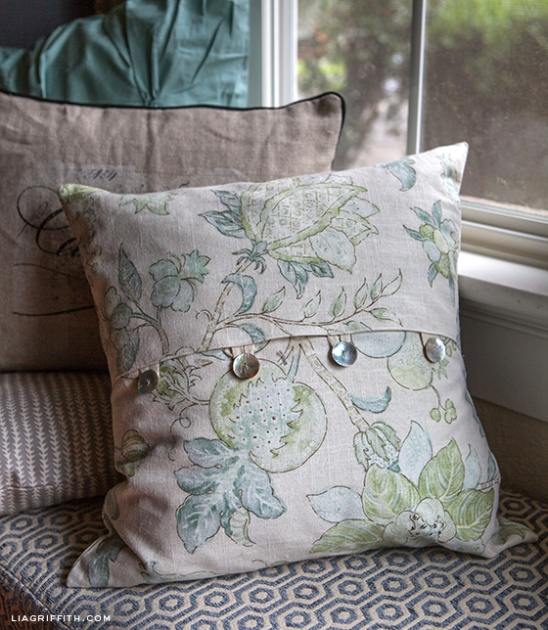 How To Make Throw Pillow Covers By Hand : EASY DIY Envelope Pillow Covers by lia griffith Project Sewing Home Decor / Decorative ...
