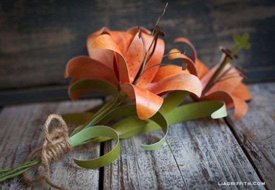 Add Some Fall Colors To Your Home Or Office With This Fun And Easy Flower Paper Tiger Lily These Also Make A Stunning Gift Topper For Pattern Tutorial