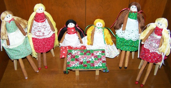 Cinnamon Stick Dolls with their Mini Jacobs Ladder Quilt