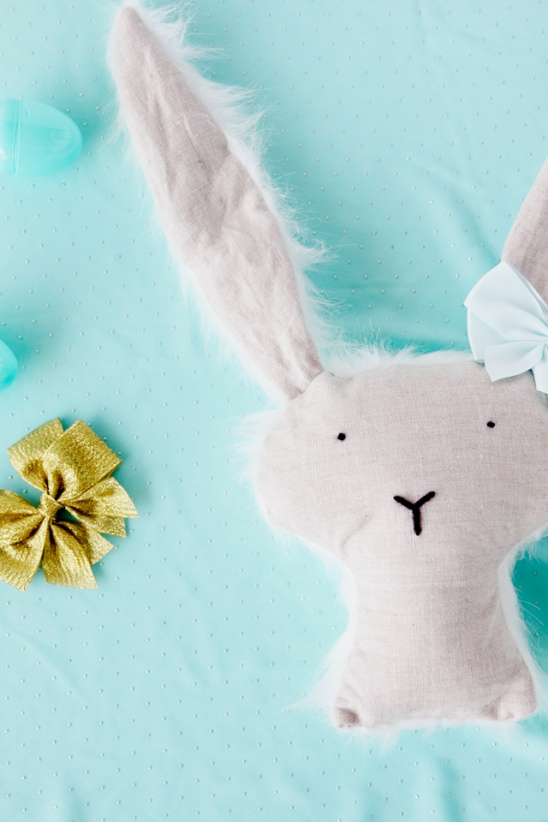 Stuffed bunny pattern and tutorial by see kate sew project these stuffed bunnies make great easter basket gifts learn how to make them two different ways with wire in the ears so they are posable or without for negle Gallery