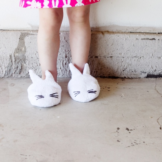 42feb24706 by see kate sew Follow. These bunny slippers are easy to make and really  fun! This pattern should fit a good range of toddler sizes, probably around  7-10.