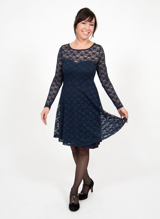 A stretch lace version of the pattydoo  Ella  jersey dress. There s a full  tutorial on how to make the dress here  http   patty.do lace-dress d8737986a
