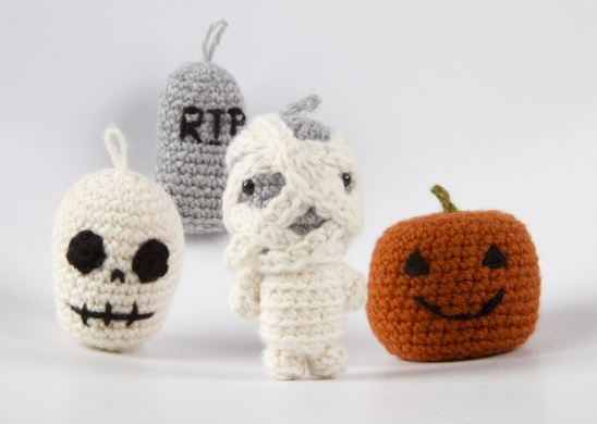 159 Crochet Pattern - Girl doll in a Halloween Skeleton outfit ... | 390x548