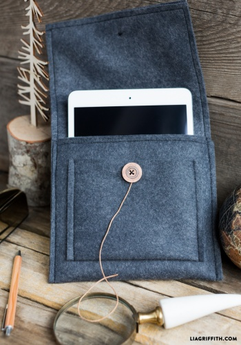 diy felt tablet caselia griffith  project  sewing