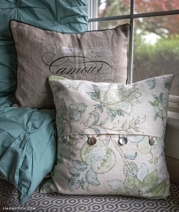 EASY DIY Envelope Pillow Covers by lia griffith Project Sewing Home Decor / Decorative ...