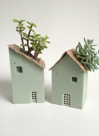 Foam block house planters by createforless project for Foam block homes